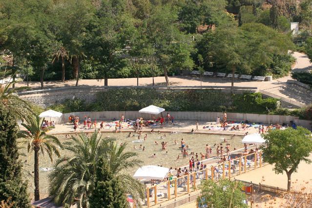 Aquest estiu una remullada al llac del parc de la creueta for Piscina creueta del coll