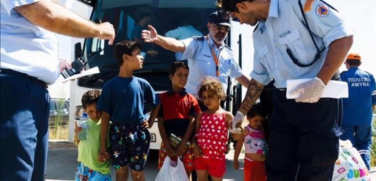 Menores refugiados sirios en el campo de Kokkinotrimithia, en Chipre.