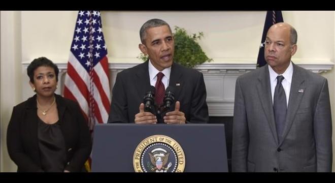 Obama (centro), flanqueado por la fiscal general, Loretta Lynch, y el secretario de Seguridad interior, Jeh Johnson, este mi�rcoles en la Casa Blanca.