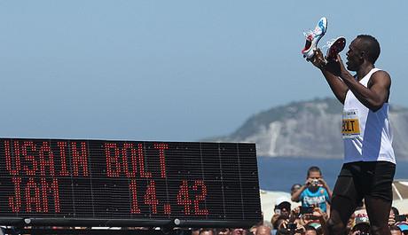 Bolt se queda a siete cent�simas de su r�cord en 150 metros