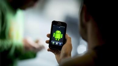 Un usuario con un m�vil Android.