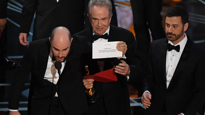Warren Beatty dona l'Oscar a la millor pel·lícula a 'La la land' quan era 'Moonlight'