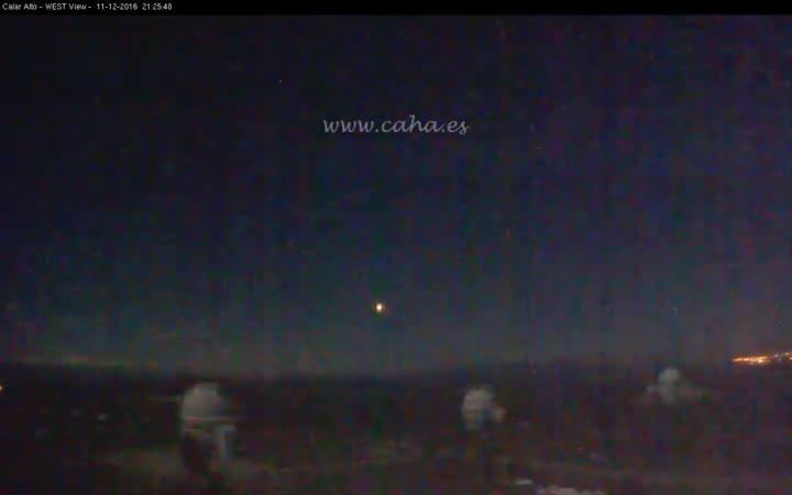 La impressionant bola de foc que va solcar elceldel sud d'Espanya la passada nit i que es va podergravar en vídeo des de l'Observatori de Calar Alto, a Almeria.