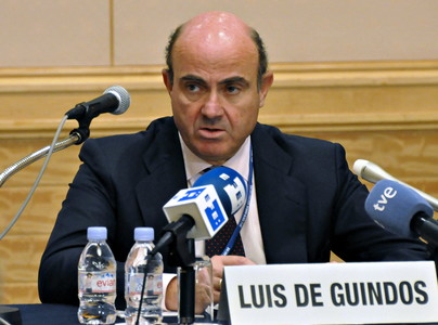 El ministro de Economa espaol, Luis De Guindos, durante la rueda de prensa que ha ofrecido este sbado en Tokio.