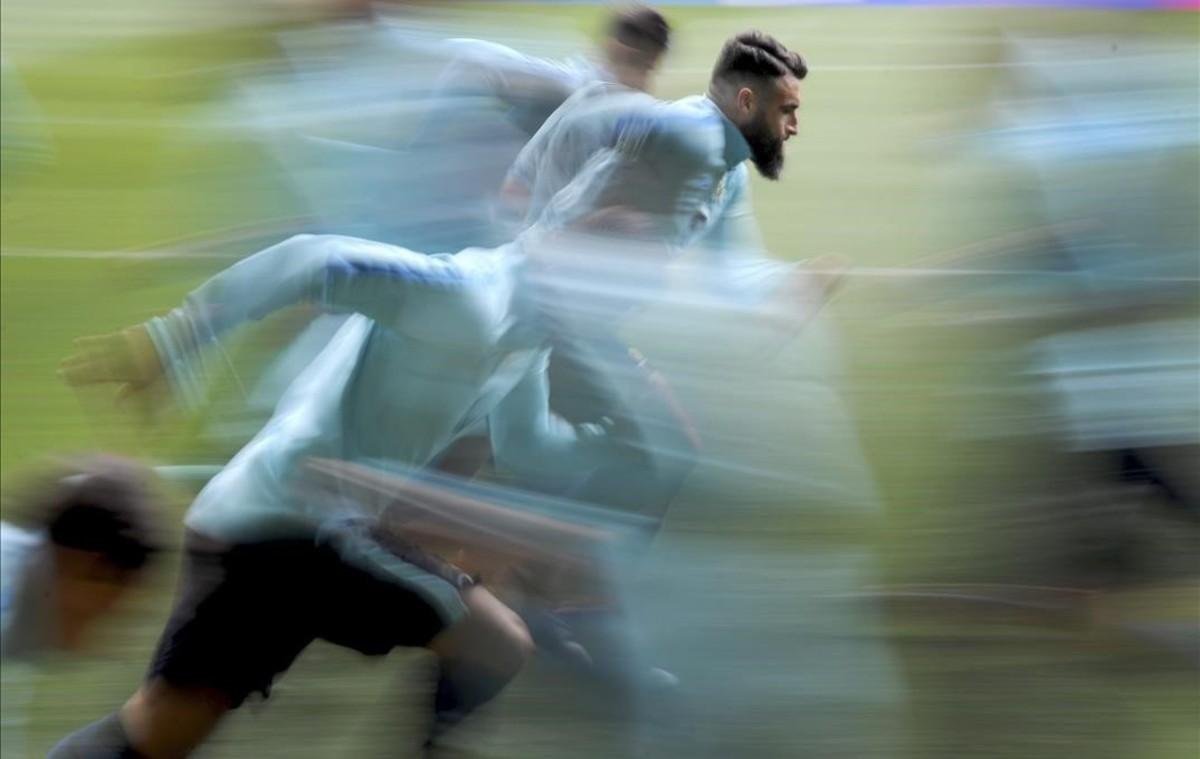 Los jugadores de la selección australiana de fútbolse entrenan en Melbourne.