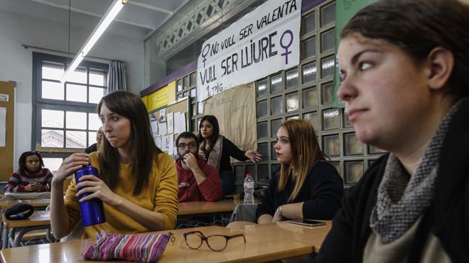 Estudiants de lInstitut Can Vilumara parlen sobre la igualtat de gènere.