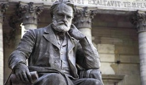 Estatua de Victor Hugo