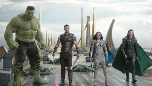 Hulk (Mark Ruffalo), Thor (Chris Hemsworth), Valkyria (Tessa Thompson) y Loki (Tom Hiddleston)
