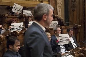 Collboni, en el pleno del Ayuntamiento de Barcelona del día 3 que condenó los encarcelamientos preventivos de ocho consellers cesados.