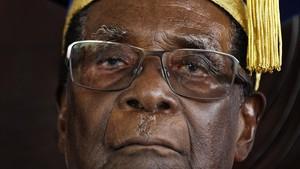 Mugabe, durante una ceremonia de graduación universitaria en las afueras de Harare, el 17 de noviembre.