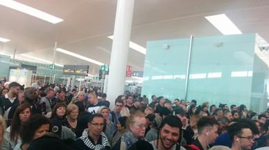 ¿Estàs atrapat a l'aeroport del Prat? Envia'ns el teu testimoni