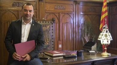 Los alcaldes del PSC hacen equilibrios ante la presión por el referéndum unilateral