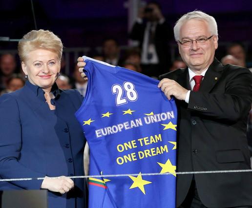 Miles de croatas celebran en Zagreb el ingreso en la UE