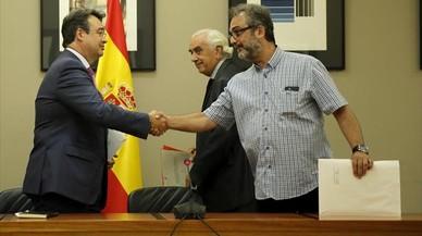 Los vigilantes de El Prat rechazan el laudo pero desconvocarán la huelga
