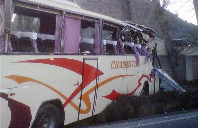 Cuatro niños y dos adultos heridos en un accidente de autocar en Xàtiva