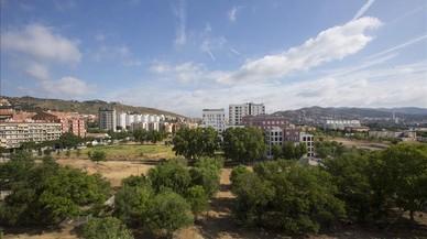 Solares vac�os en los terrenos de los antiguos cuarteles de Sant Andreu, hace unos d�as.