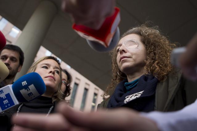 El juez pide que se identifique al mosso que pudo disparar a la mujer que perdió el ojo