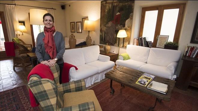 Marta Dom�nech, en uno de los salones del Hostal Sport de Falset.