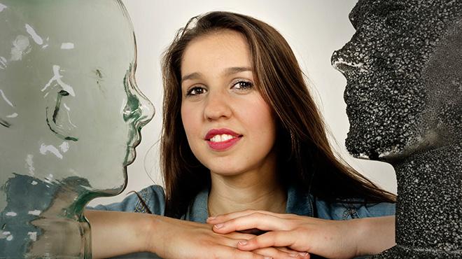 Gemma Humet interpreta para 'On Barcelona' la canción 'Les veus del mar'.