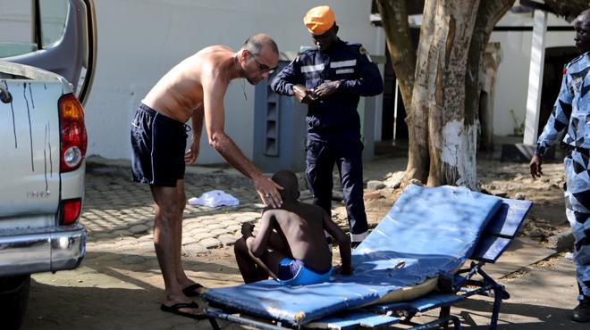 Un atac d'Al-Qaida contra tres hotels de turistes causa 16 morts a Costa d'Ivori