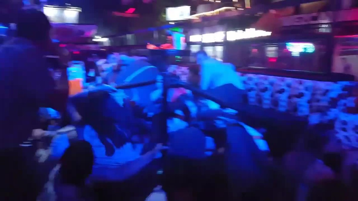 Imágenes de los clientes del bar atacado en Playa del Carmen.