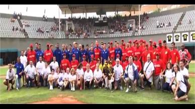 El Camp de Beisbol de Viladecans homenatja els voluntaris dels Jocs Olímpics