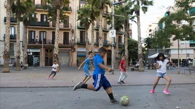 Jugar a pilota al carrer
