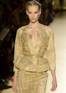Modelo de Elie Saab para la prxima temporada otoo-invierno.
