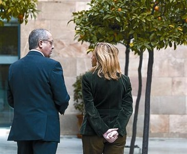 Felip Puig y Joana Ortega, en el Palau de la Generalitat, ayer, antes de la reunin del Govern.
