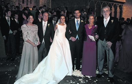 María Teresa Fernández de la Vega i Montilla (esquerra); Jordi Pujol, amb Marta Ferrusola (centre), i Rajoy, amb Ana Pastor i Soraya Sáenz de Santamaría.