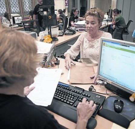 La seguridad social pierde afiliados extranjeros en for Oficina de seguridad social en barcelona