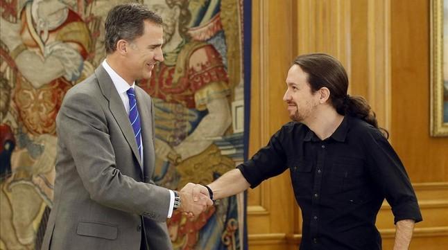 El Rey y el líder de Podemos, Pablo Iglesias, este lunes en la Zarzuela