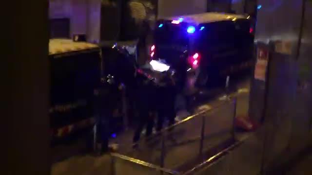 Batalla campal entre Mossos i okupes a Gràcia