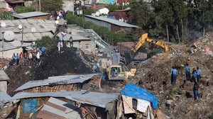 monmartinez37647674 excavators move earth as rescuers work at the site of a land170313094344