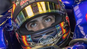 Carlos Sainz, en boxes