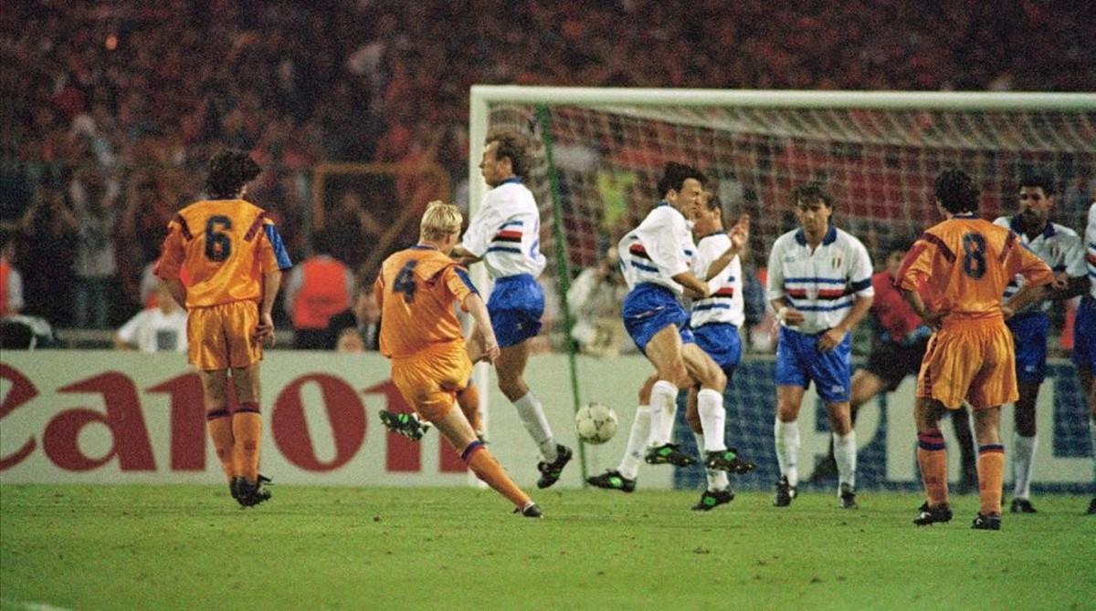 El gol de Koeman según la icónica foto de Jordi Cotrina en Wembley 92.