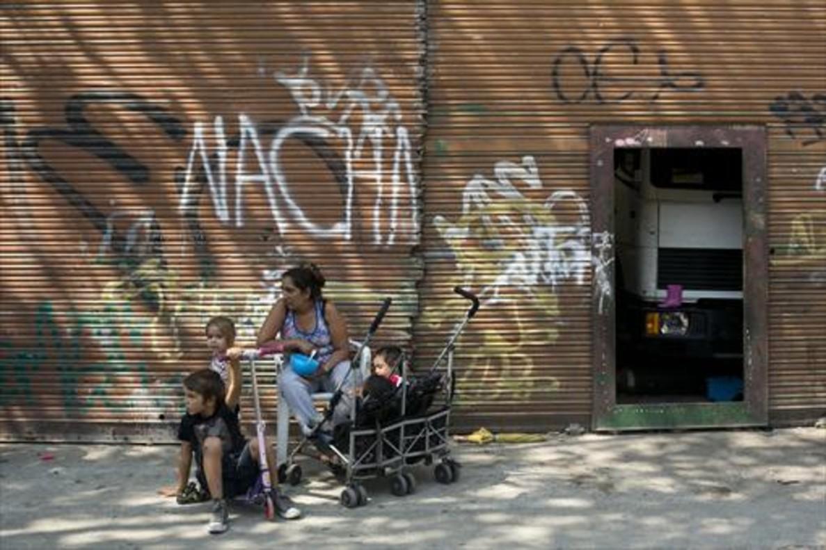 <b>DOS VECES</b> la inversión del Gobierno español en luchar contra la pobreza infantil (100 m).