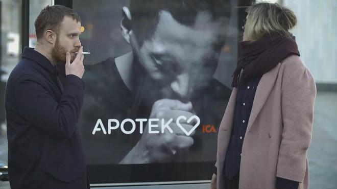 Un anuncio interactivo sueco tose cuando alguien fuma cerca de él