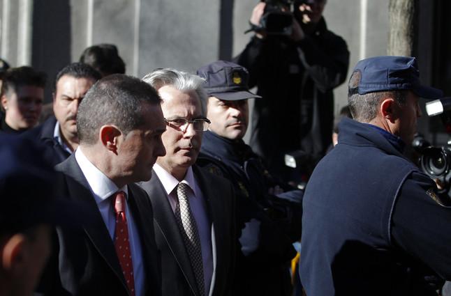 La acusación particular contra Garzón pide ahora cárcel por un delito de extorsión