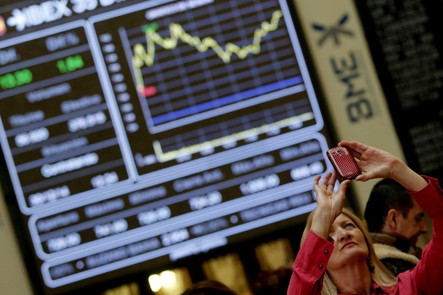 La bolsa española inicia la semana con una caída del 0,26% y queda por debajo los 8.900 puntos