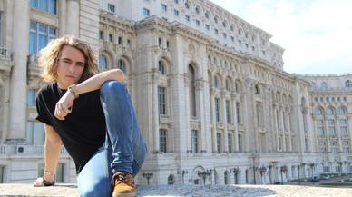 TVE pasea su 'eurovisivo' Manel Navarro por toda Europa