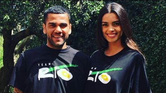 Dani Alves desmenteix que s'hagi casat amb Joana Sanz