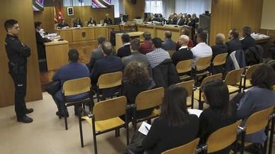 Los procesados por la tragedia del Madrid Arena,con el empresario Miguel �ngel Flores a la cabeza, en el banquillo de los acusados de la Audiencia Provincial de Madrid.