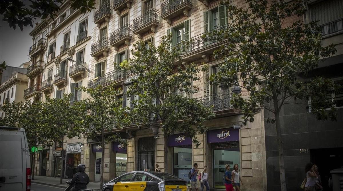 Vecinos barcelona denuncian molestias en pisos tur sticos - Pisos turisticos barcelona ...