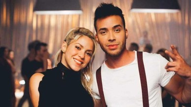 Prince Royce y Shakira, en el videoclip 'Deja vu'.