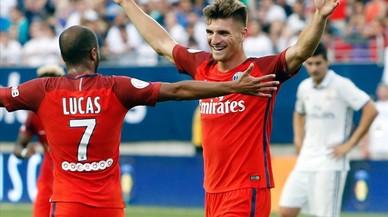 El jugador belga Meunier celebra su primer gol con Lucas Moura en el Ohio Stadium.