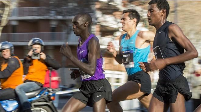 Kipruto, Meucci y Fufa, en la recta final de la carrera.