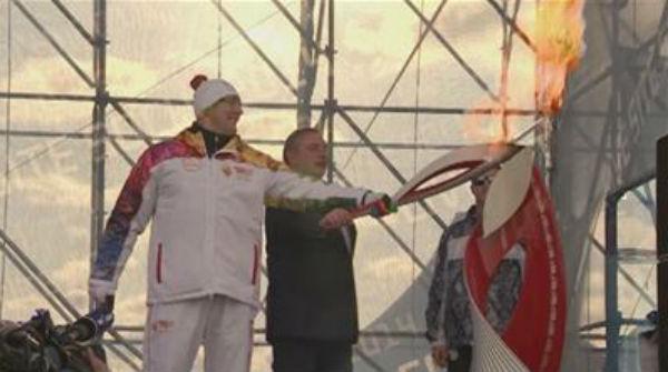 Inicio de la apertura de los JJOO de invierno con la llegada de la antorcha a Sochi.