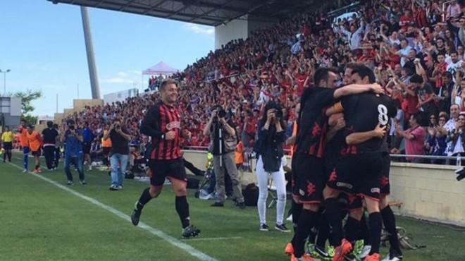 Los jugadores del Reus celebran el gol de Haro (1-0) en la victoria sobre el Racing.