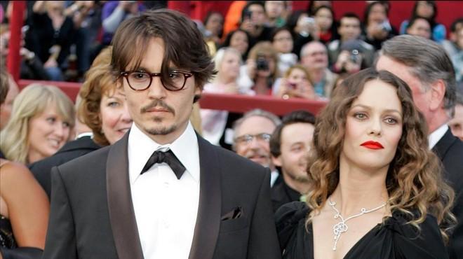 Vanessa Paradis i la filla de Johnny Depp surten a defensar-lo